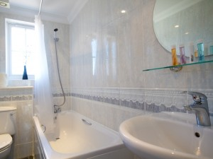 bathroom in short stay flat
