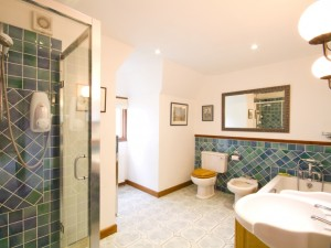 Bathroom upstairs in cottage with pool