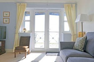 The Reef - Accommodation Eastbourne - seaview apartment
