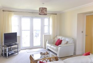 Beachfront - Accommodation Eastbourne - beachfront serviced apartment