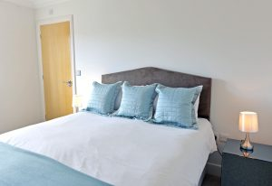 Beachfront - Accommodation Eastbourne - beachfront serviced apartment